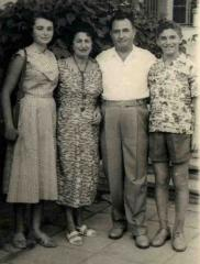 From the left: Szyfra, her stepmother, Szyfra's father and the stepmother 's son