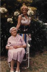 Bela Sztein and her mother, 1984
