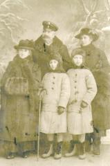 Maria Winnicka with her sister Alicja, mother Helena and grandparents