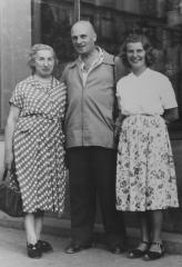 Witold Gora with his wife and daughter