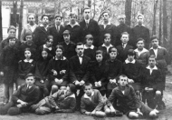 Group photo of students of the Municipal Coeducational Middle School in Otwock; in the second row, third from the left side, is Halina Grynszpan née Zylberbart (mother of Joanna Sobolewska-Pyz). Otwock, around 1925. Photo: the Archive of Joanna Sobolewska-Pyz