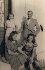 The Sobolewski Family. In the picture: Walerian (standing on the right) and Anastazja (sitting on the left) Sobolewski and Walerian's nieces; photo taken at 8 Wilcza Street. Warsaw, after 1945. Photo: The Archive of Joanna Sobolewska-Pyz