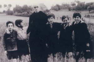 Father Bruno Reynders with Jewish children