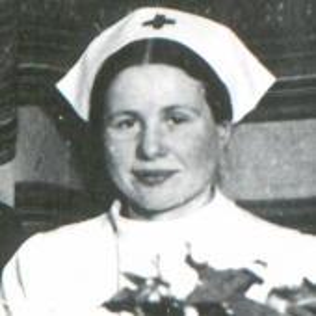 Irena Sendlerowa z d. Krzyżanowska w kitlu i czepku pielęgniarskim. Warszawa, 24.12.1944